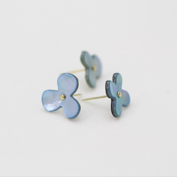 Blumen Stecknadeln aus Austernschalen blau
