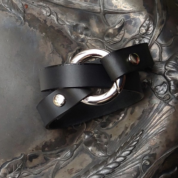 Bezel Leather Cuff black