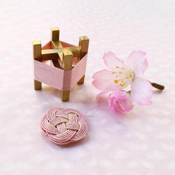 Cohana Sakura Mizuhiki Spule und Nadeleinfädler rosa